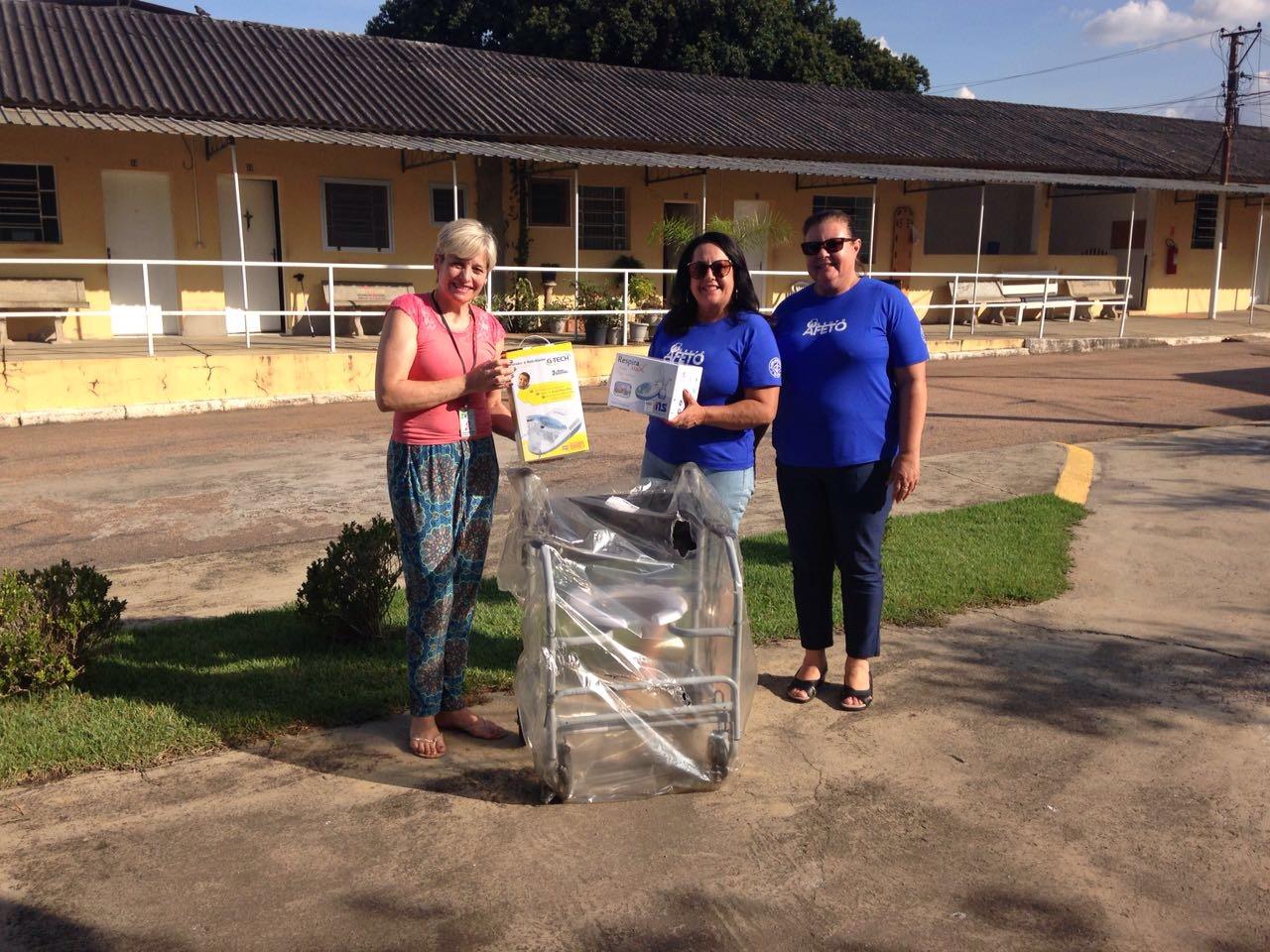 Ajuda com material hospitalar para a Cidade Vicentina.
