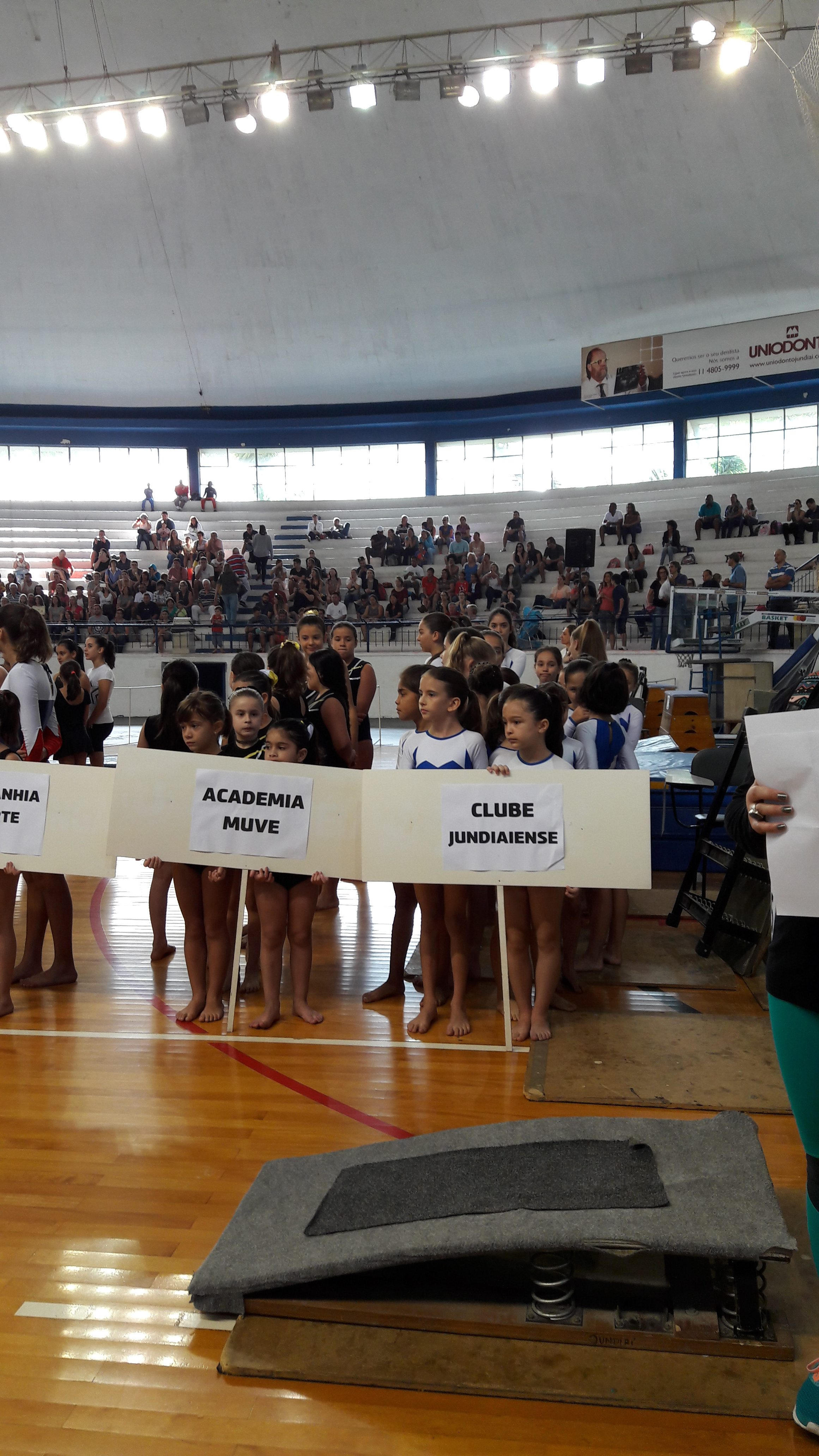 Delegação do Clube no Torneio Municipal de Ginástica Artística.