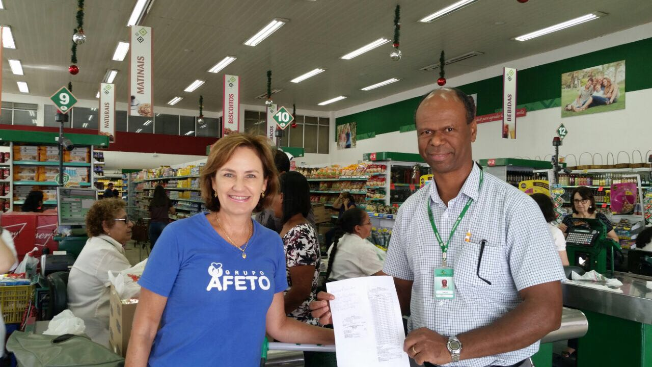Compra e entrega de 120 frangos para a cesta de natal dos assistidos do Projeto Cuidar.
