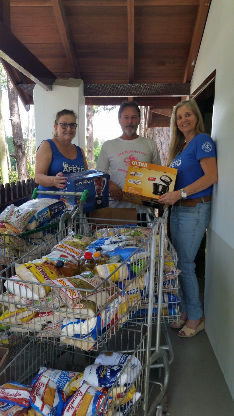 Compra e entrega de itens para tarde de prêmios da Rede Femenina de Combate ao Câncer e também entrega de alimentos doados pelo Clube para a cesta de natal dos assistidos