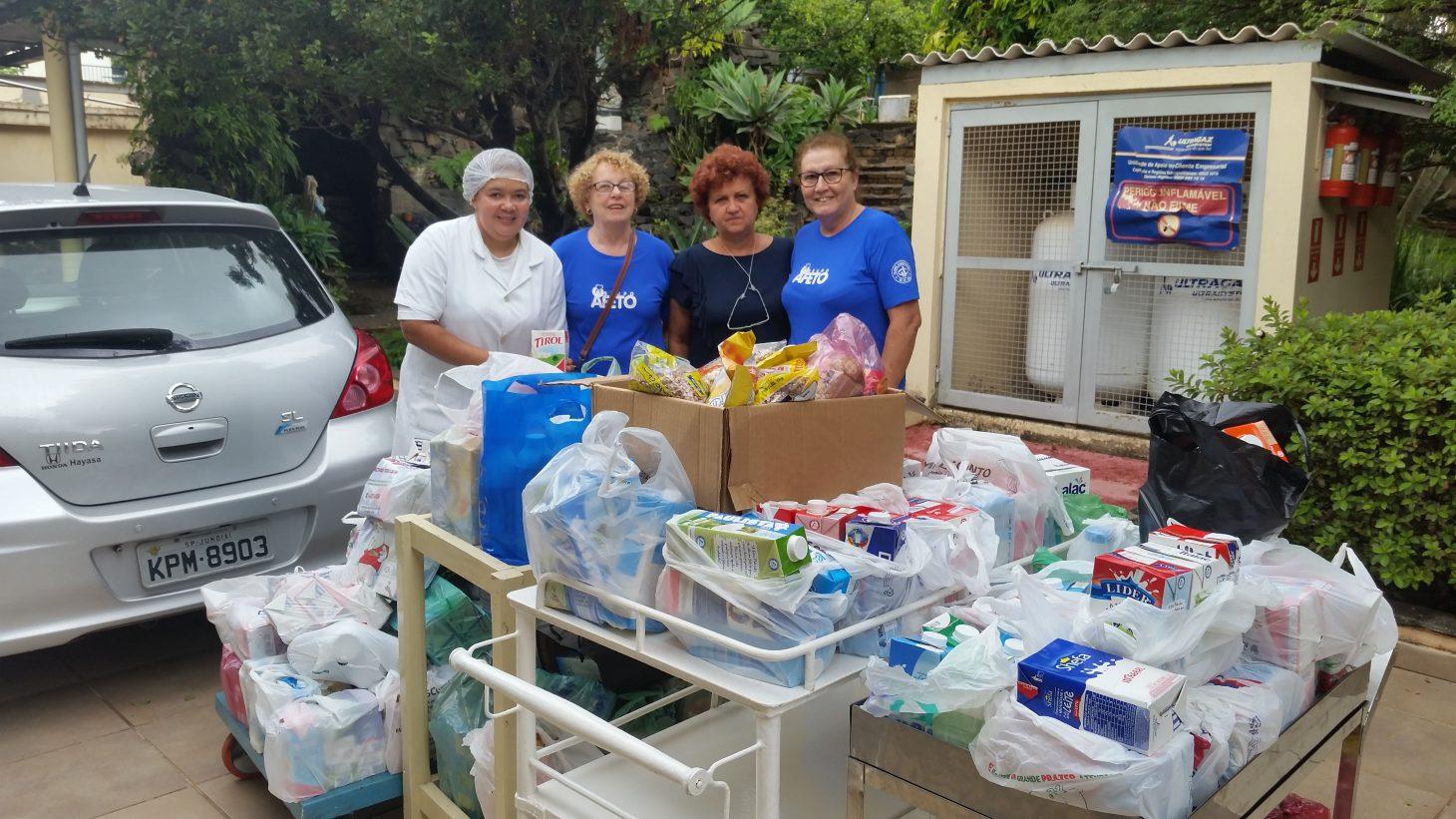 Recebimento e doação de leite do evento do Coral, realizado na sede central. Foram recebidos 380 litros de leite e encaminhados para o Lar de idosos - Nossa Senhora das Graças. A quantidade é suficiente para 4 dias no lar.