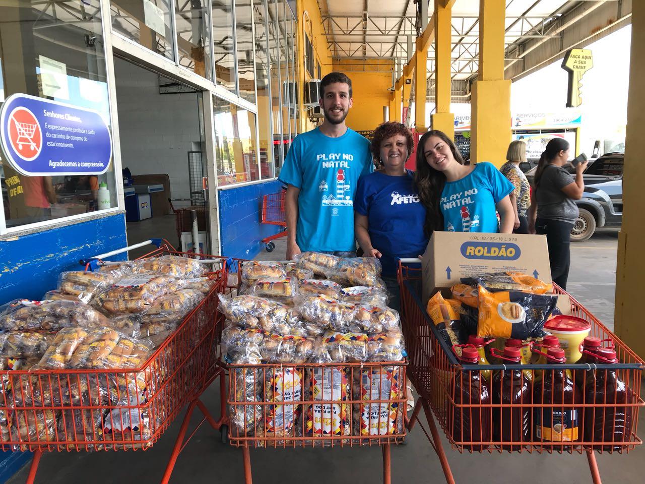 Compra e entrega de itens para cachorro-quente da ONG SonharAcordado