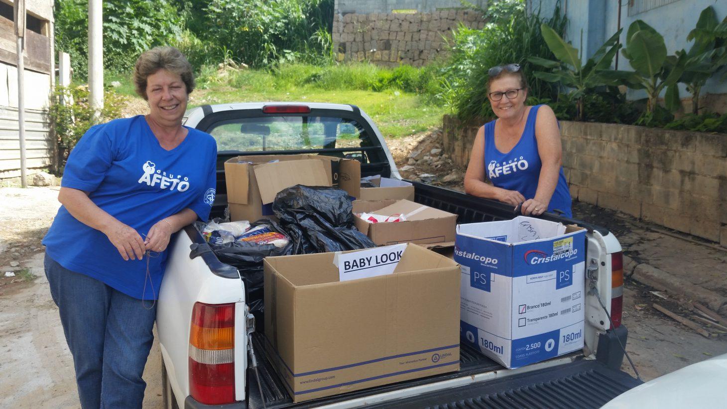 Entrega de alimentos doados pelo Clube Jundiaiense, arrecadados no evento Família em Movimento para a Missão Belém