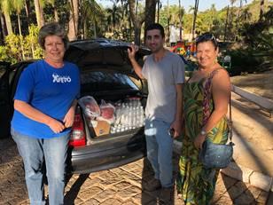 Doação de alimentos para almoço beneficente da AMA
