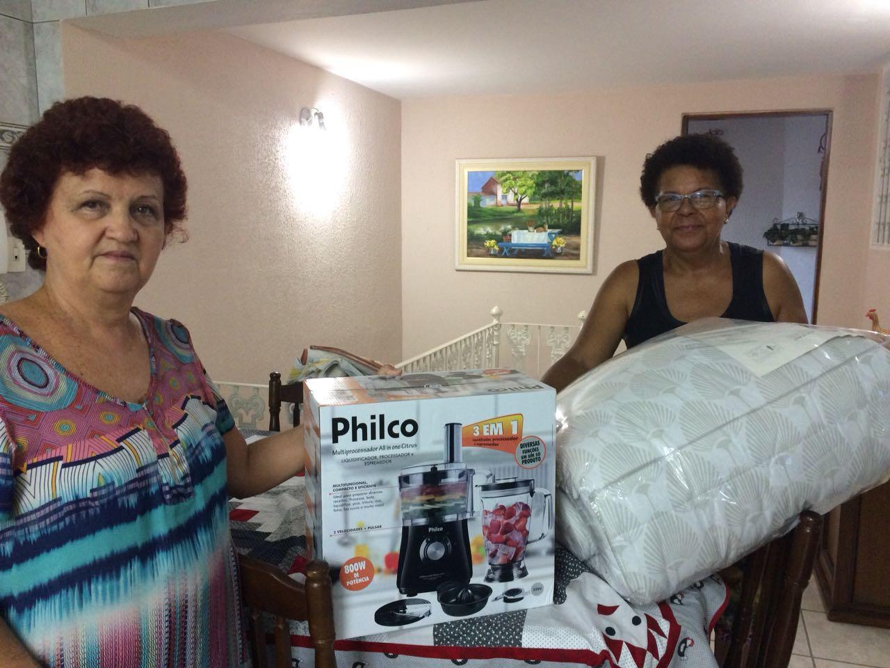 Compra e entrega de um edredom e um processador de alimentos para Igreja Santa Ana.