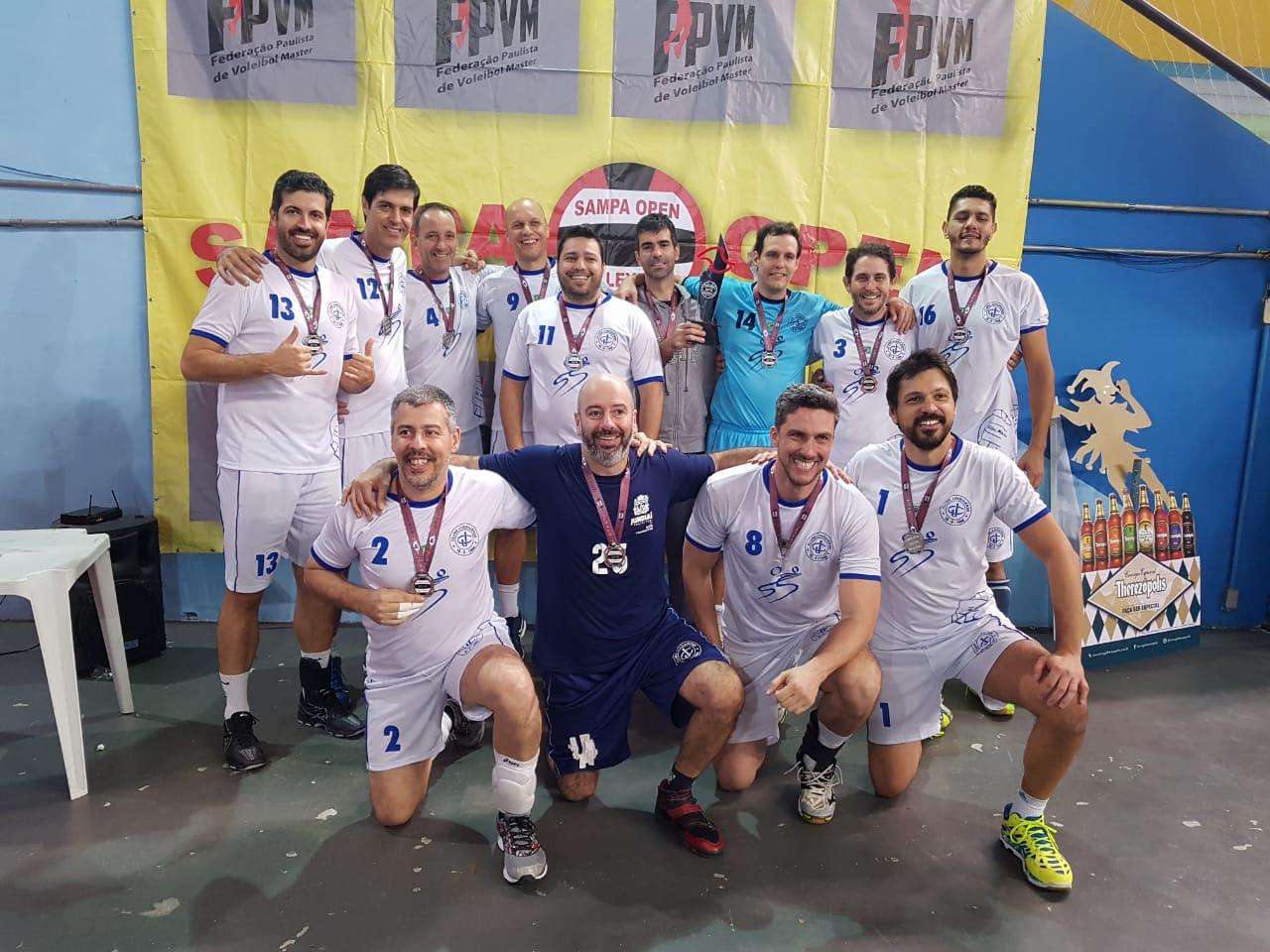 35+ Em pé: MOLEZA (13), ROGERIÃO (12), VANDE (4), DAIVI (9), MOCOTÓ (11), FABIANO (de cinza), Felipe Rappa (14), TORSO (3) e MULLER (16) Agachados, da esquerda para a direita: PADOCA (2), GOIANO (25), ROVERI (8) E MARLON (1)