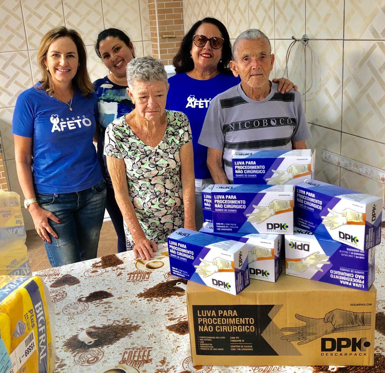 Compra e entrega de luvas para Lar Santa Ana, que atende idosos