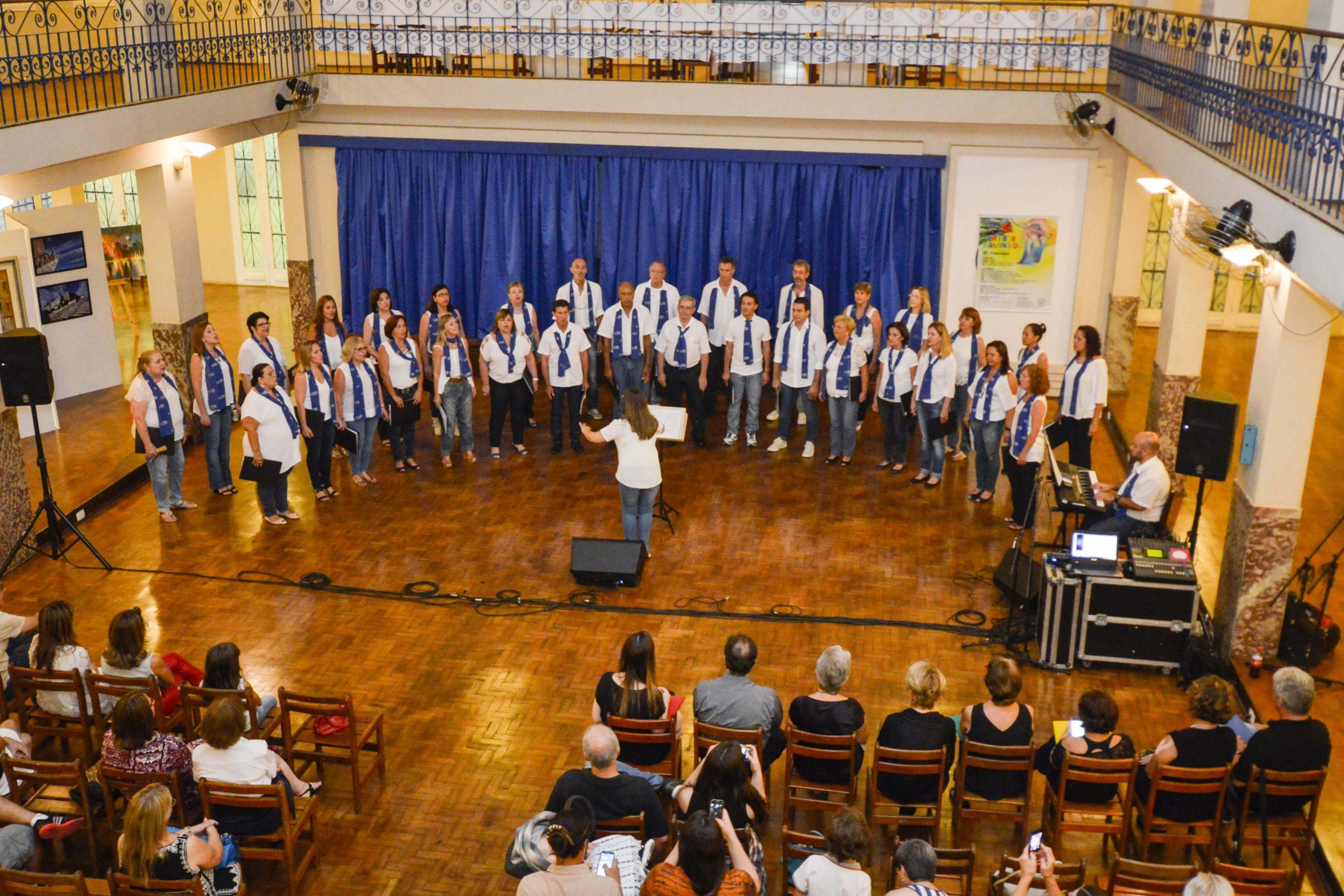 Apresentação na exposição Arte e Talento do Clube Jundiaiense (1º/04/2016) - Sede Central – Clube Jundiaiense.