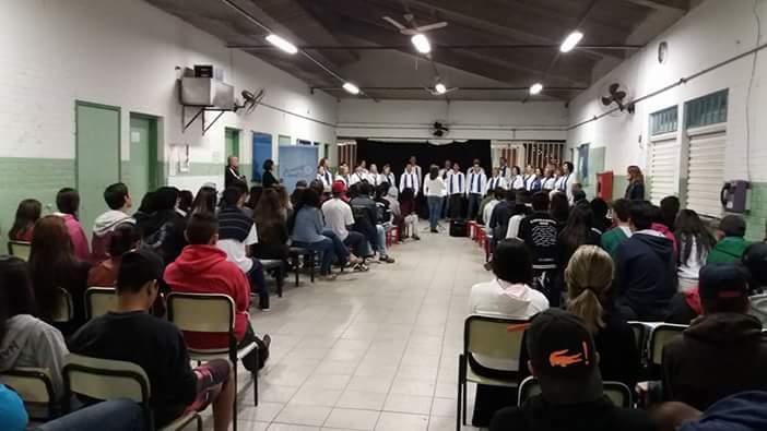 Apresentação na EE Joceny Villela Curado (31/05/2016).